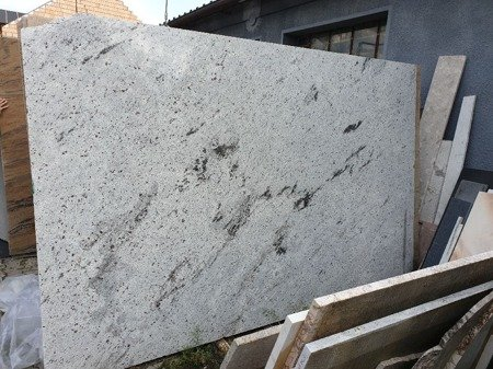Antique White - Parapet granitowy